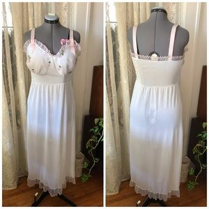 50s white slip with embroid pink flowers on cups